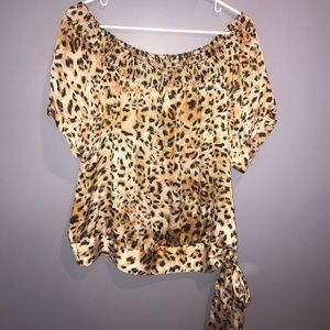 🍁NWOT Agora Leopard Short Sleeve Printed Blouse